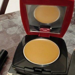 Cream to powder foundation spf 15 sunscreen
